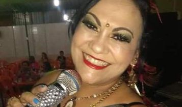 Lene Hall anima a domingueira favorita do Recanto do Chorinho